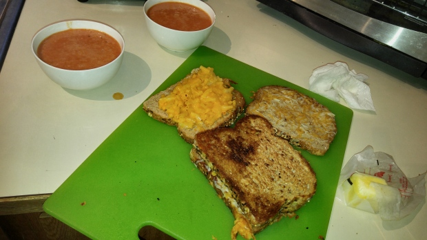 20151213_GrilledMacnCheeseLunch (3)